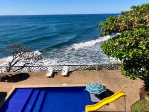 A view of the pool at Casa de Playa Rincon Azul or nearby