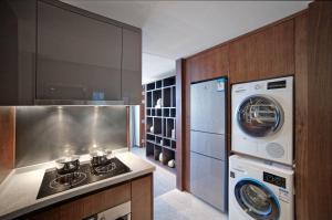 A kitchen or kitchenette at Fraser Suites Dalian