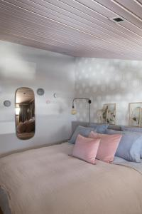 A bed or beds in a room at Clos du Savoy