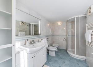 A bathroom at Boscolo House