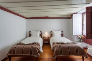 A bed or beds in a room at BeGuest Casa dos Alcaides