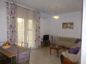A seating area at Pavloudis Apartments