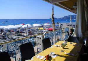 A restaurant or other place to eat at Residence Letojanni Taormina
