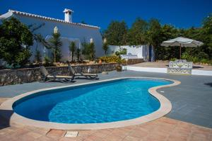 The swimming pool at or near Quinta do Mocho