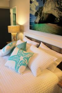 A bed or beds in a room at 17 waiake