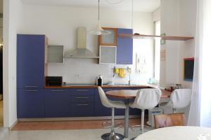 A kitchen or kitchenette at Carbonara Apartment