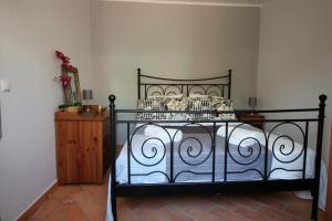 A bed or beds in a room at Casa Tabu