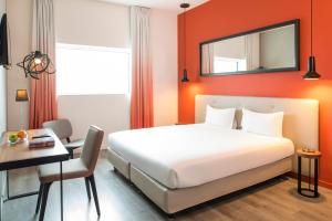 A bed or beds in a room at Hipark by Adagio Paris La Villette