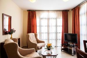 A seating area at Apartamentos Turísticos Casa de La Borrega