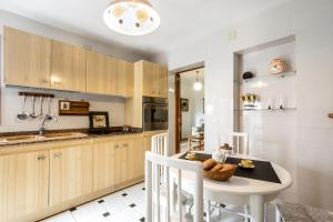 A kitchen or kitchenette at Bewitched Granny's House