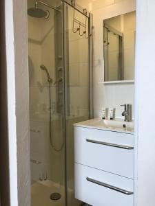 A bathroom at Residence port la galere