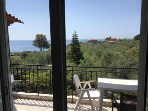 A balcony or terrace at Kastraki Studios