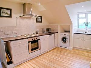 A kitchen or kitchenette at Vale View
