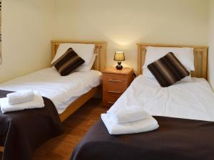 A bed or beds in a room at The Cart Shed