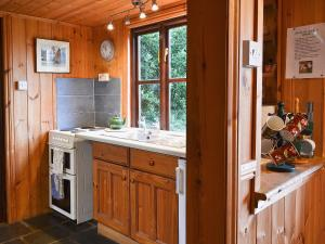 A kitchen or kitchenette at The Cottage At Dockens Water