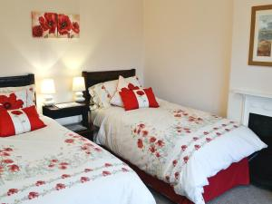 A bed or beds in a room at Coastal View