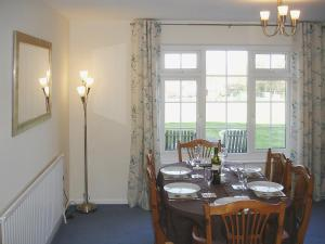 A restaurant or other place to eat at Jubilee Cottage