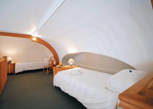 A bed or beds in a room at The Dairy II