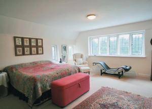 Ein Bett oder Betten in einem Zimmer der Unterkunft Hobbis House