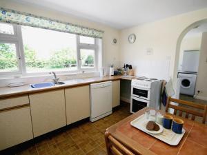 A kitchen or kitchenette at Field Way