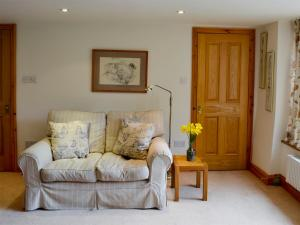 A seating area at Castle House Cottage