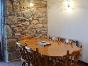 A restaurant or other place to eat at Stable Cottage