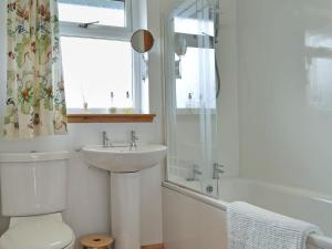 A bathroom at Riverview Cottage