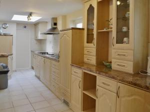 A kitchen or kitchenette at Bannsvale Farmhouse
