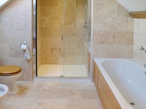 A bathroom at Greenacre Ranch