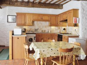 A kitchen or kitchenette at The Stable