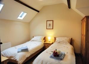 A bed or beds in a room at Bluebell Cottage II