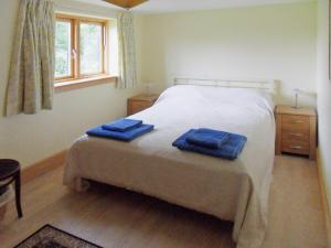 A bed or beds in a room at Gosling Barn