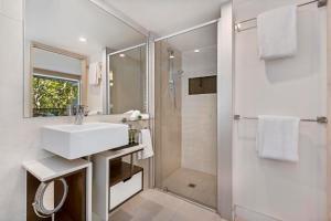 A bathroom at Peppers Noosa Resort and Villas