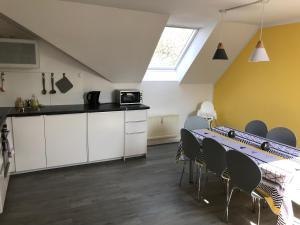 A kitchen or kitchenette at Ferienwohnung Funk