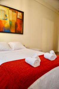 A bed or beds in a room at 1 Bedroom Flat In Central Marais