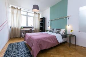 Ein Bett oder Betten in einem Zimmer der Unterkunft Apartments Ve Smeckach 27