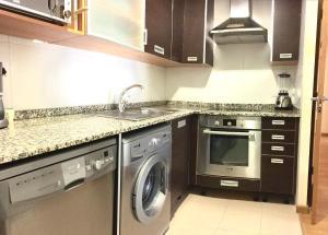 A kitchen or kitchenette at Sun Apartament Valencia @ City Arts & Sciences + Parking