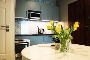 A kitchen or kitchenette at JessApart – Ochota Apartments