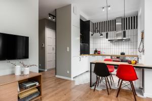 A kitchen or kitchenette at Dom & House - Apartments Neptun Park Premium