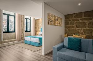 Uma área de estar em 296 Heritage Apartments