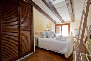 A bed or beds in a room at Amazing flat close to Puerta de Alcalá and Serrano Street