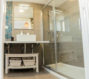 A bathroom at Unik San Juan