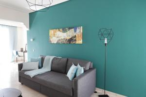 A seating area at Joyful Turquoise Apt in Athens Historic Centre