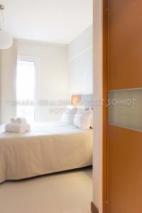 A bed or beds in a room at Asunción Rent Suites Santa Teresa