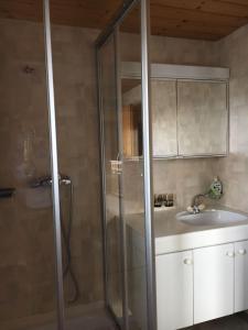A bathroom at Appartement Fernsicht Triesenberg