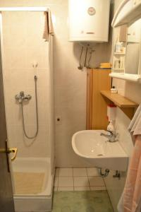 A bathroom at Apartment Silva