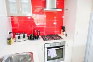 A kitchen or kitchenette at Midland Haven - Midland WA