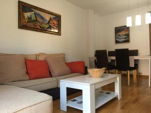 A seating area at El Teu Habitatge a Tremp 3
