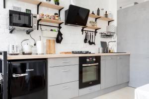 Η κουζίνα ή μικρή κουζίνα στο TVERLOFT na Sovetskoy