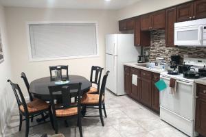 A kitchen or kitchenette at Las Vegas 2 Bdr Walk 2 strip SLS LVCC Stratospher